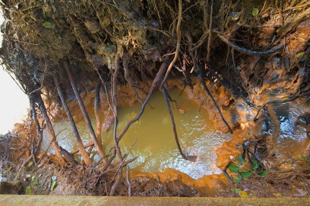 На Луганщине затопленные в ОРЛО шахты уничтожают реку и экологию. Фото: ВВС Украина
